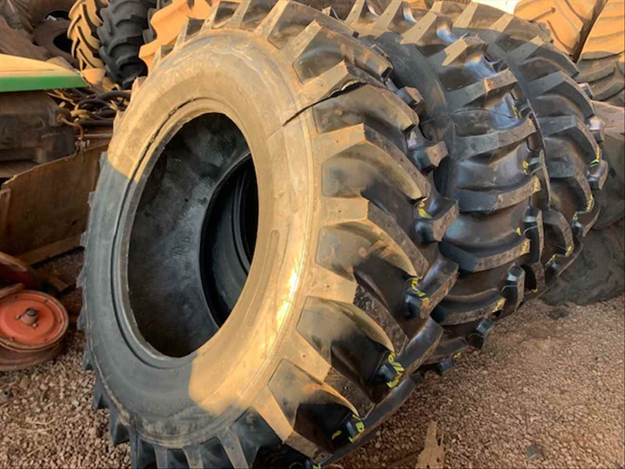 toledo%2fparana%2fpneus-18.4-30%2ftrator%2fagrale-cbt-ford-massey-ferguson-new-holland--valtra%2fcbt-1000-cbt-1065--mf-265-mf-275%2flago-maquinas-e-pecas-agricolas%2f12343