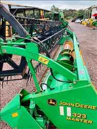 JOHN DEERE JOHN DEERE 323  2003/2003 Lago Máquinas e Peças Agrícolas