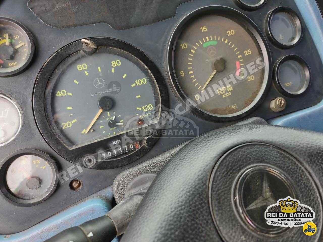 MERCEDES-BENZ MB 1620 701000km 1998/1998 Rei da Batata Caminhões