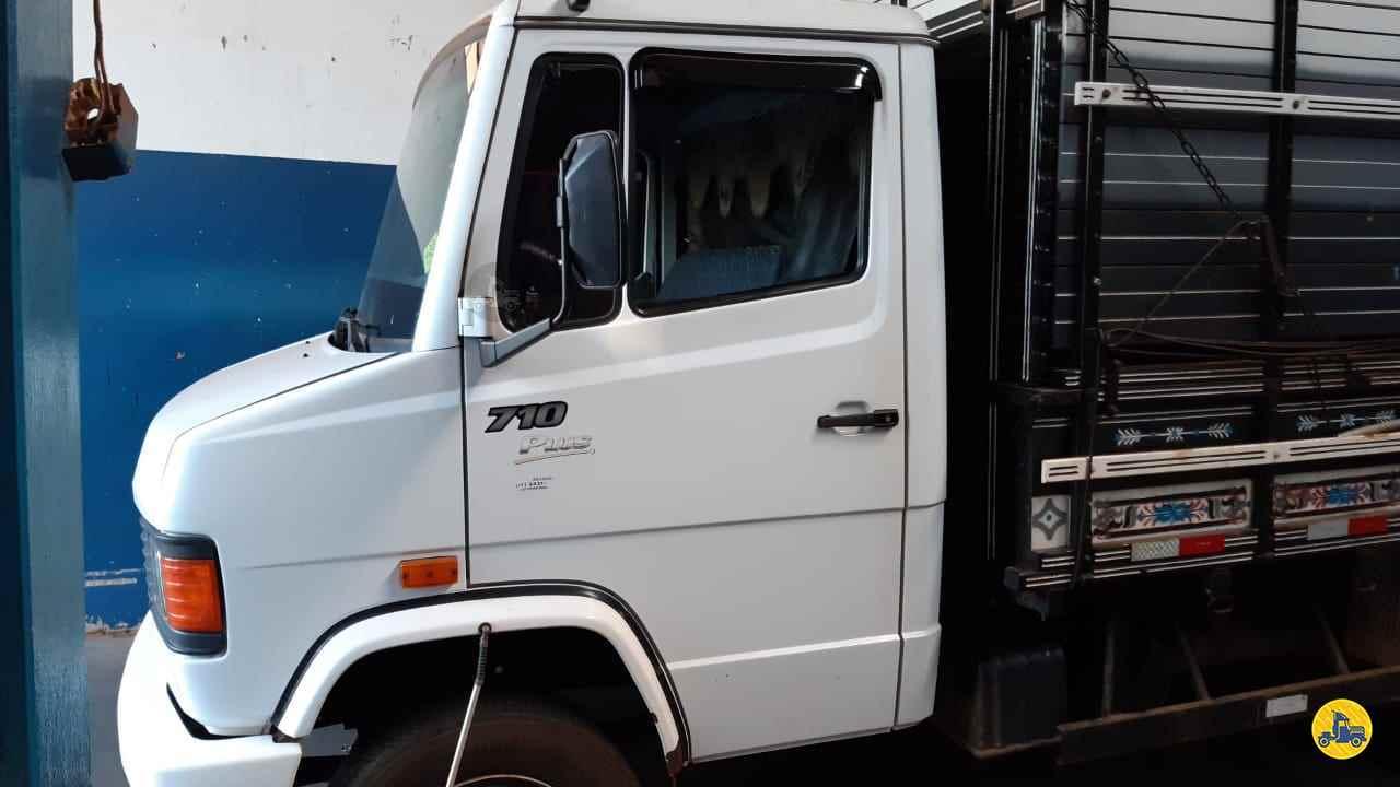 CAMINHAO MERCEDES-BENZ MB 710 Carga Seca 3/4 4x2 Barbosa Caminhões LINS SÃO PAULO SP