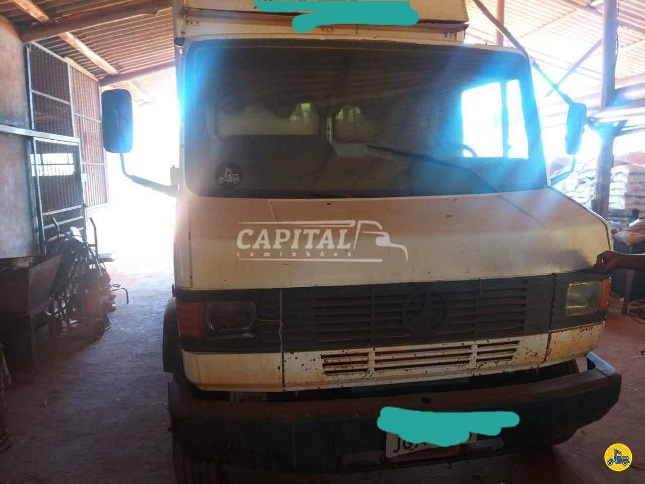 MERCEDES-BENZ MB 710 330000km 2001/2001 Capital Caminhões - Metalesp e Recrusul
