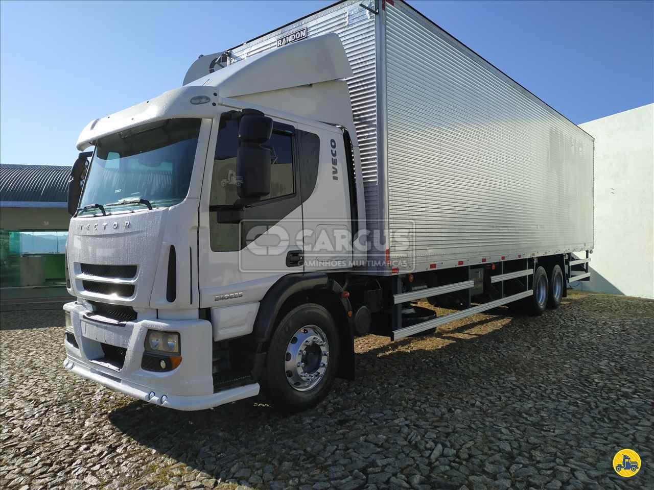 CAMINHAO IVECO TECTOR 240E25 Baú Furgão Truck 6x2 Cargus Veículos PARA DE MINAS MINAS GERAIS MG