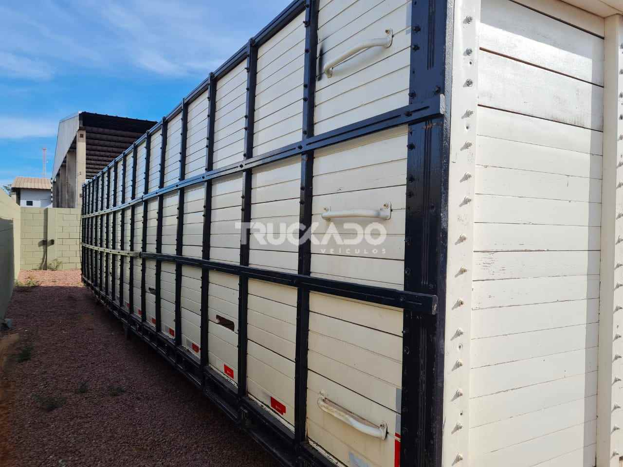 CARROCERIA SOBRE CHASSI  UTILITARIOS BOIADEIRA Truckado Veículos SINOP MATO GROSSO MT