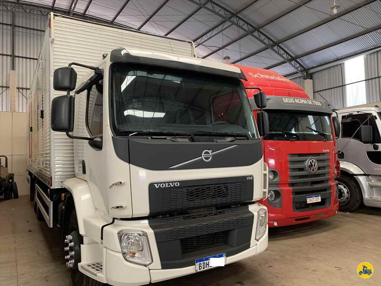 CAMINHAO VOLVO VOLVO VM 270 Baú Furgão Truck 6x2 Estacionamento Gaúcho ARAPONGAS PARANÁ PR