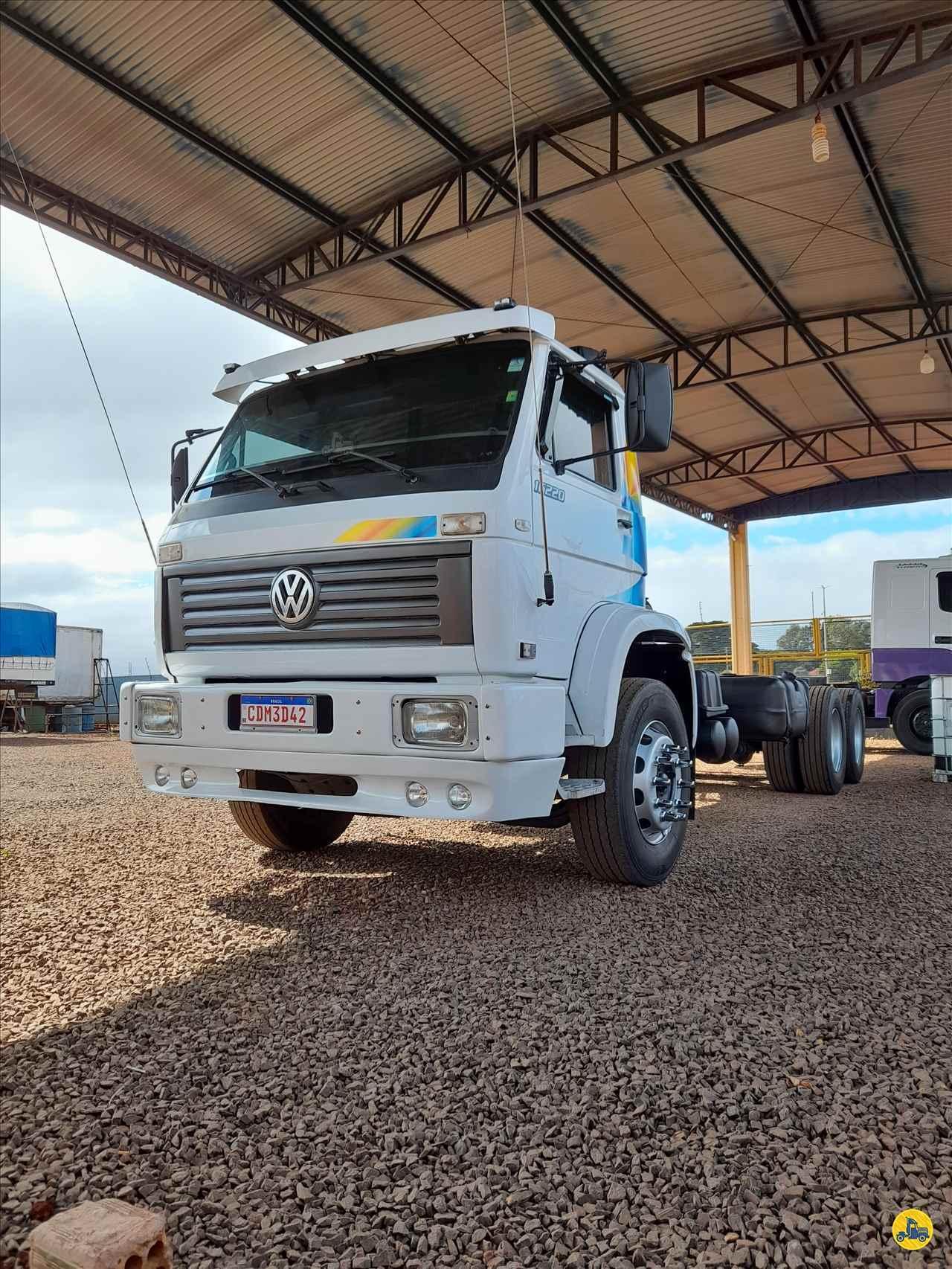 CAMINHAO VOLKSWAGEN VW 16220 Chassis Truck 6x2 Aratrans Estacionamento ARAPONGAS PARANÁ PR
