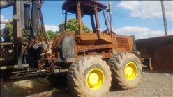JOHN DEERE 700J  2000/2000 Só Agrícola Máquinas e Peças