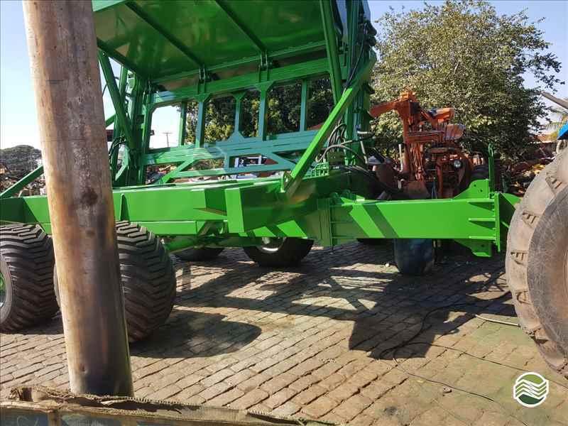 CARRETA AGRÍCOLA CARRETA TRANSBORDO  2000 Só Agrícola Máquinas e Peças