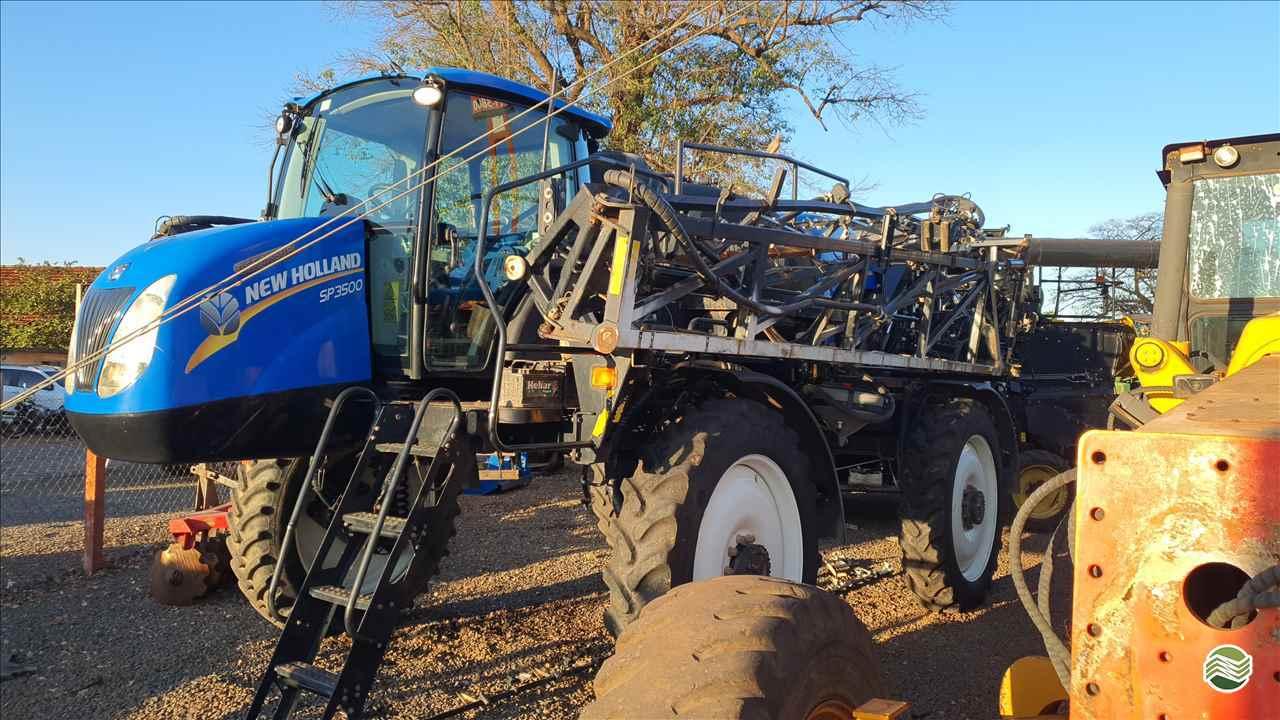 PULVERIZADOR NEW HOLLAND SP3500 Tração 4x4 Só Agrícola Máquinas e Peças BARRETOS SÃO PAULO SP