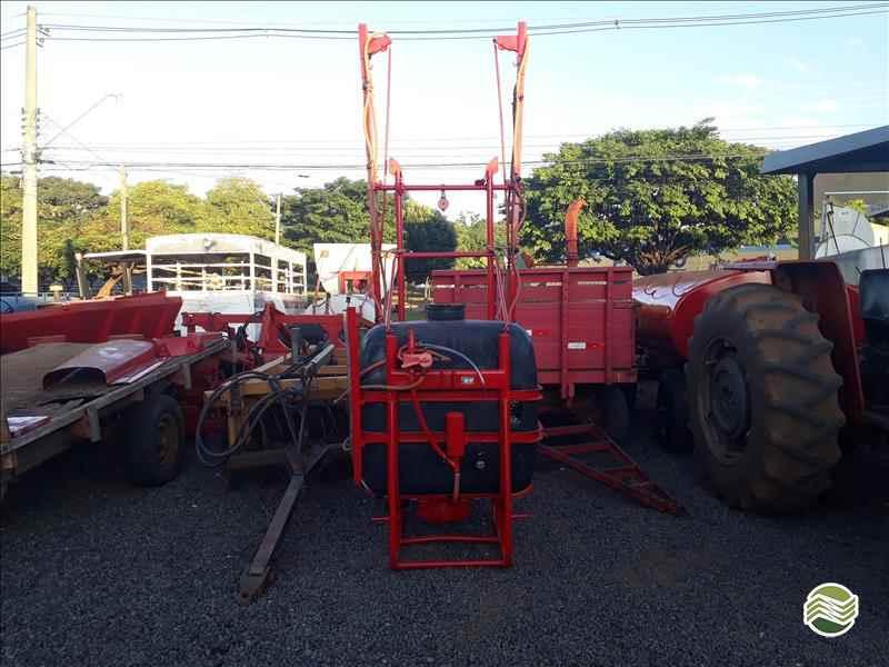 PULVERIZADOR JACTO CONDOR 600 AM12 Acoplado Hidráulico Rei dos Tratores São José do Rio Preto SÃO PAULO SP