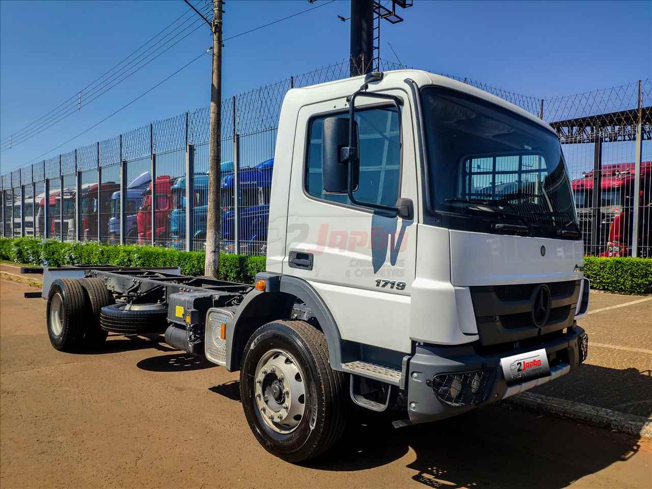 MERCEDES-BENZ MB 1719 10000km 2019/2020 2 Japão Caminhões e Carretas
