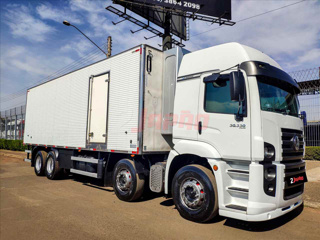 CAMINHAO VOLKSWAGEN VW 30330 Baú Frigorífico BiTruck 8x2 2 Japão Caminhões e Carretas SUMARE SÃO PAULO SP