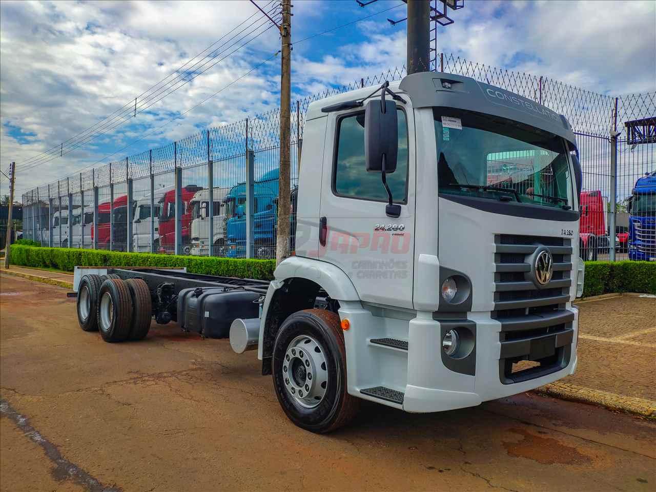 CAMINHAO VOLKSWAGEN VW 24280 Chassis Truck 6x2 2 Japão Caminhões e Carretas SUMARE SÃO PAULO SP