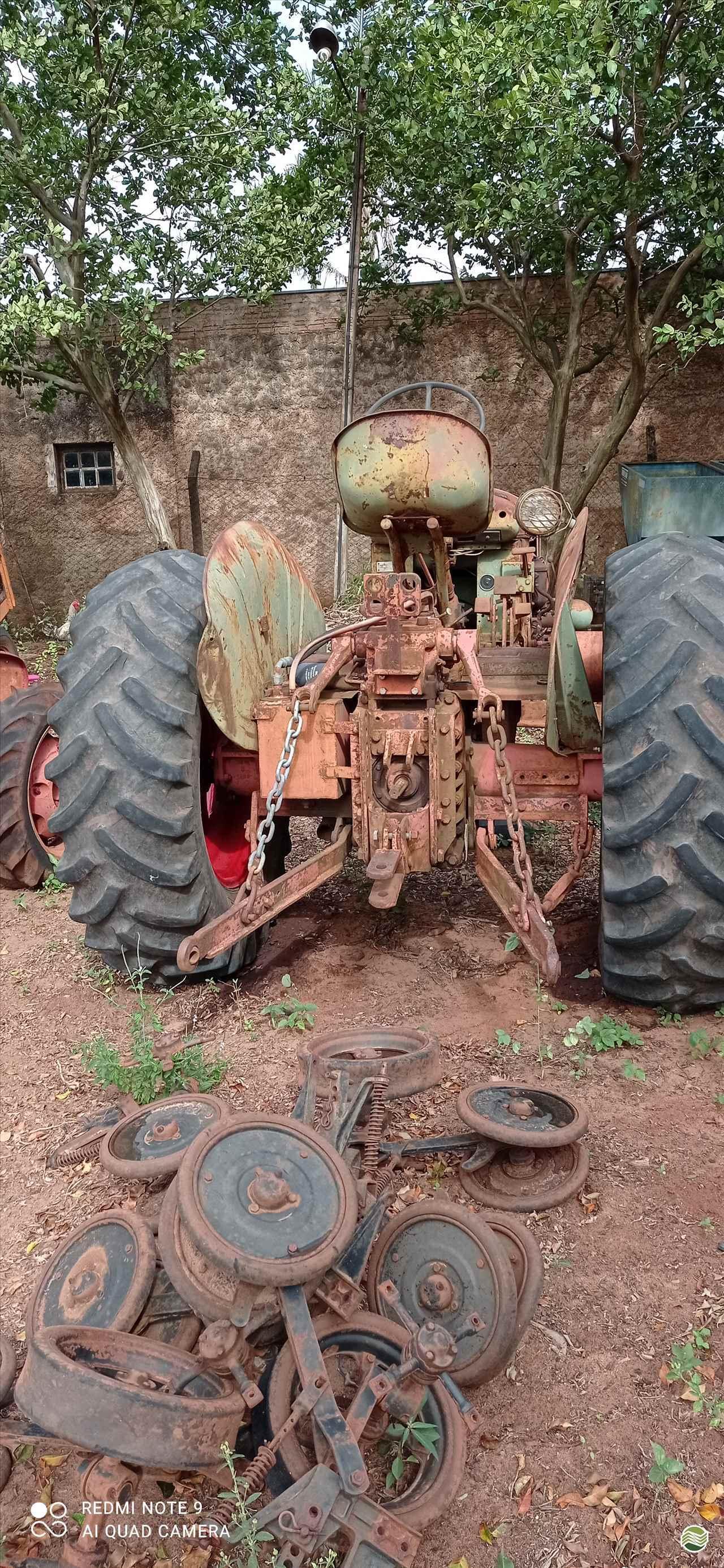 TRATOR ANTIGOS FARMER Tração 4x2 Central Máquinas - Case  ASSIS SÃO PAULO SP
