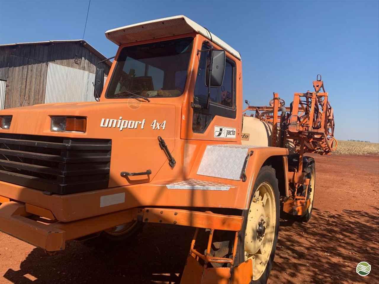 PULVERIZADOR JACTO UNIPORT 3000 Tração 4x4 Central Máquinas - Case  ASSIS SÃO PAULO SP