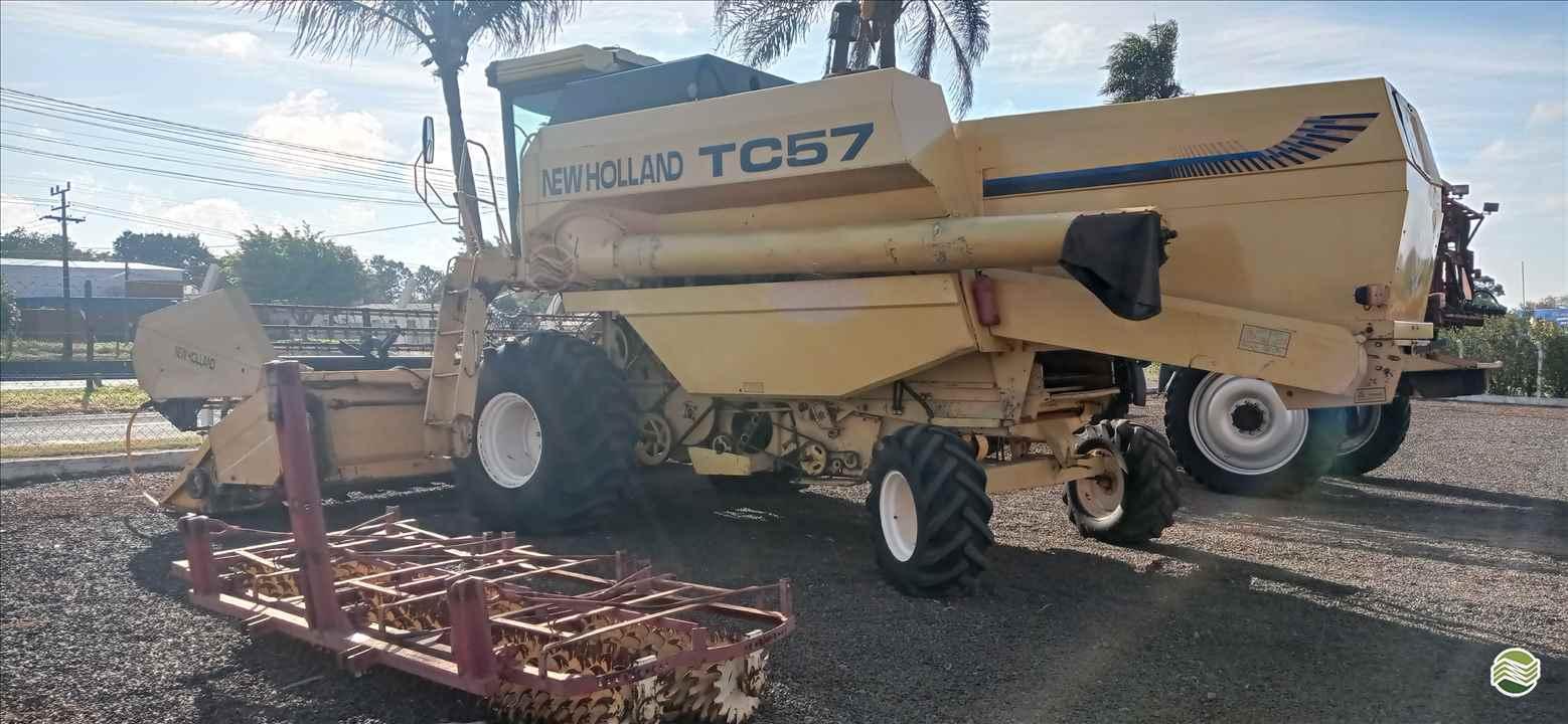 COLHEITADEIRA NEW HOLLAND TC 57 Central Máquinas - Case  ASSIS SÃO PAULO SP