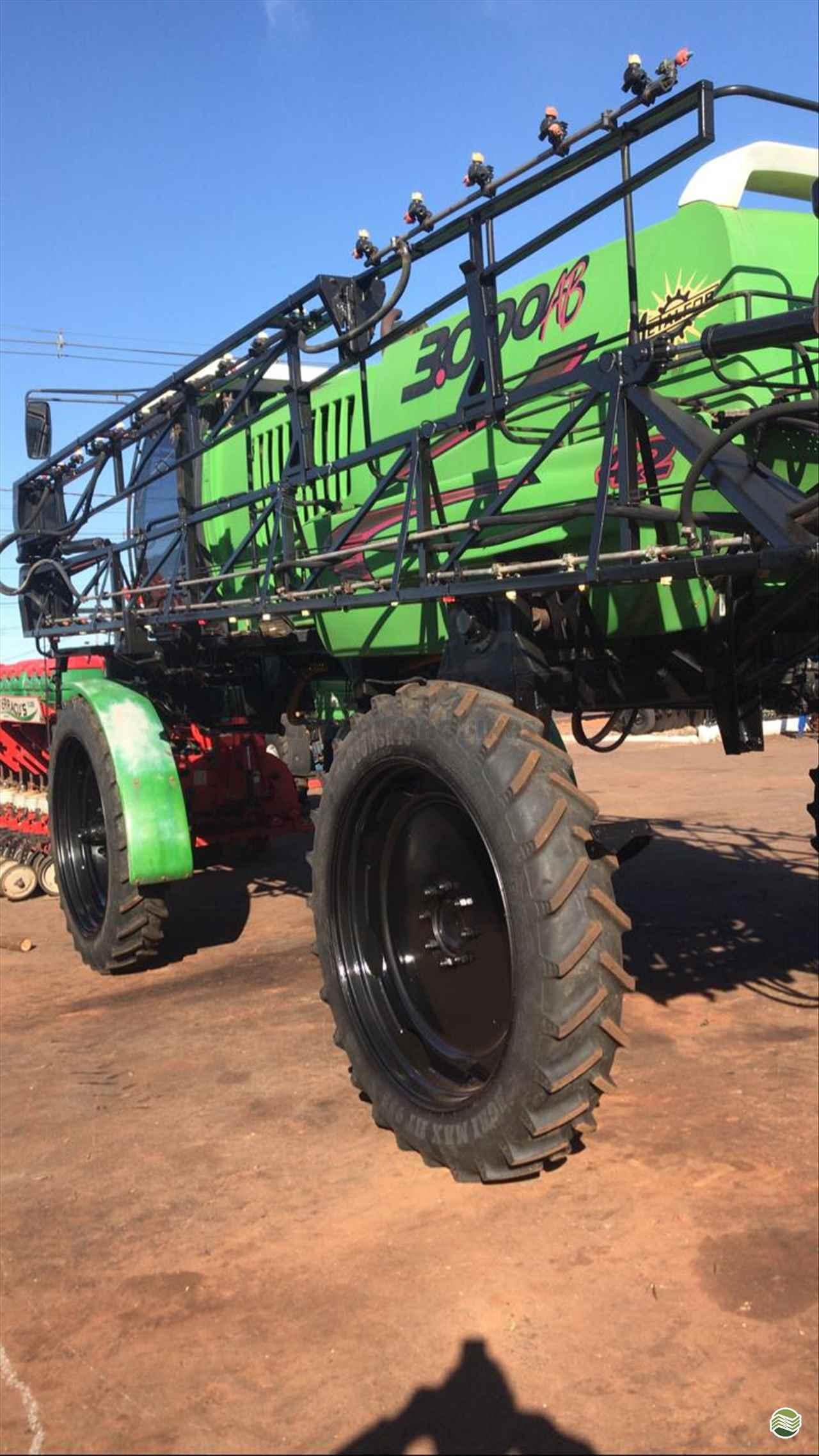 PULVERIZADOR METALFOR MULTIPLE 3000 Tração 4x2 Campal Máquinas CAMPO MOURAO PARANÁ PR