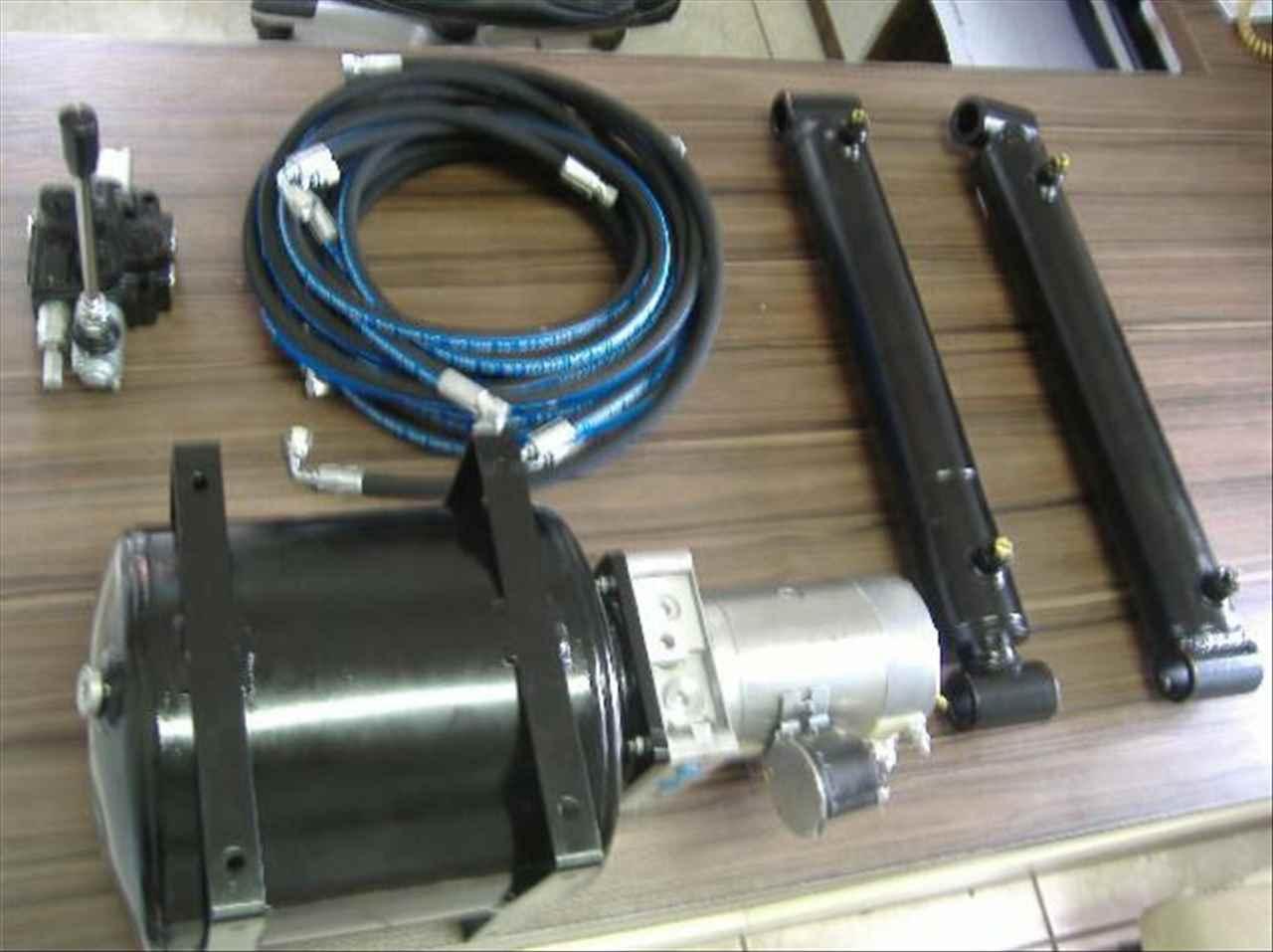 Kit Motor Bomba 24V Com 02 Pistão Comando Manqueiras