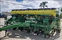 JOHN DEERE PLANTADEIRAS 1111  2011/2011 Global Tratores - John Deere