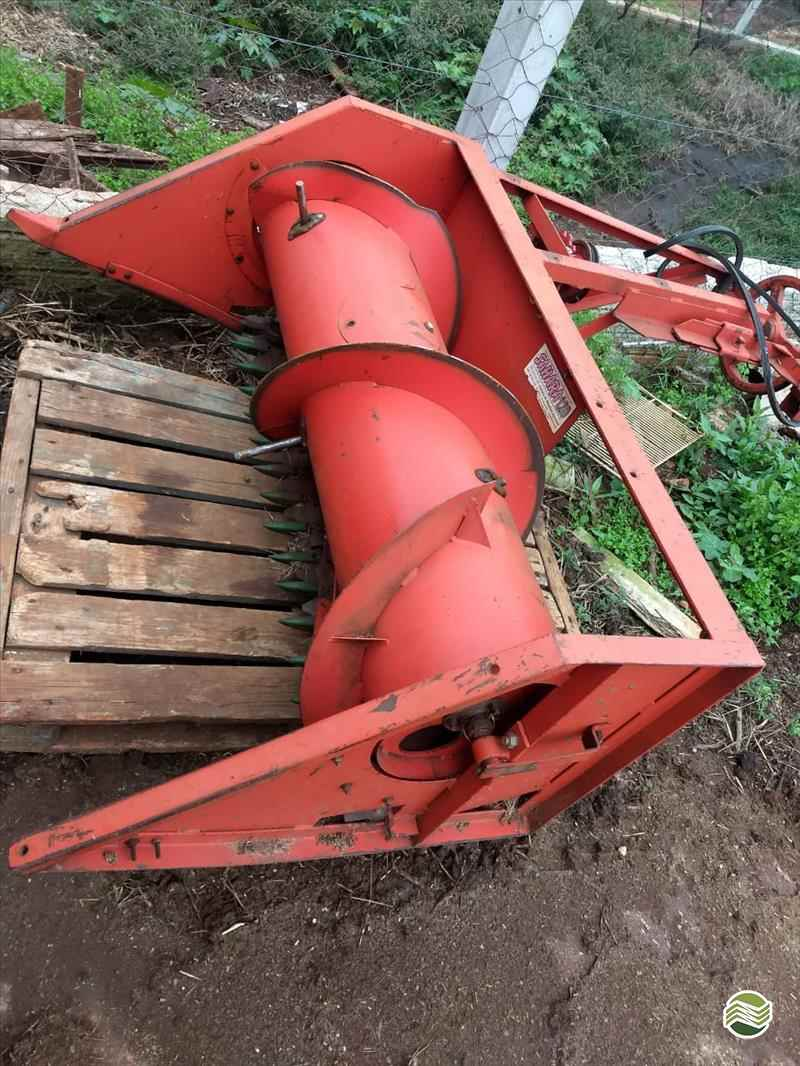 ENSILADEIRA COLHEDORA DE CAPIM  2000 Terral Máquinas e Peças Agrícolas