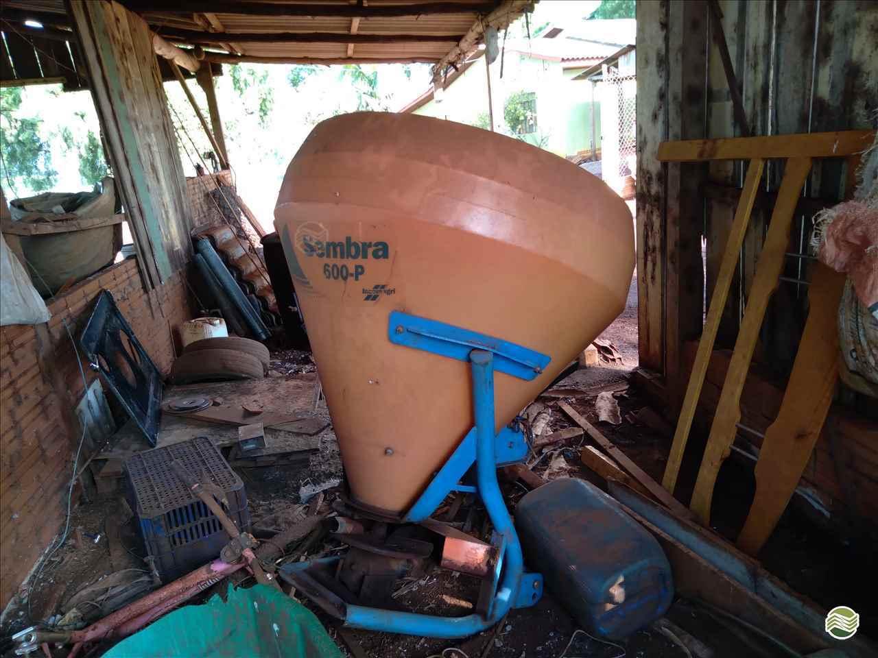 IMPLEMENTOS AGRICOLAS DISTRIBUIDOR CALCÁRIO 6000 Kg Terral Máquinas e Peças Agrícolas CASCAVEL PARANÁ PR