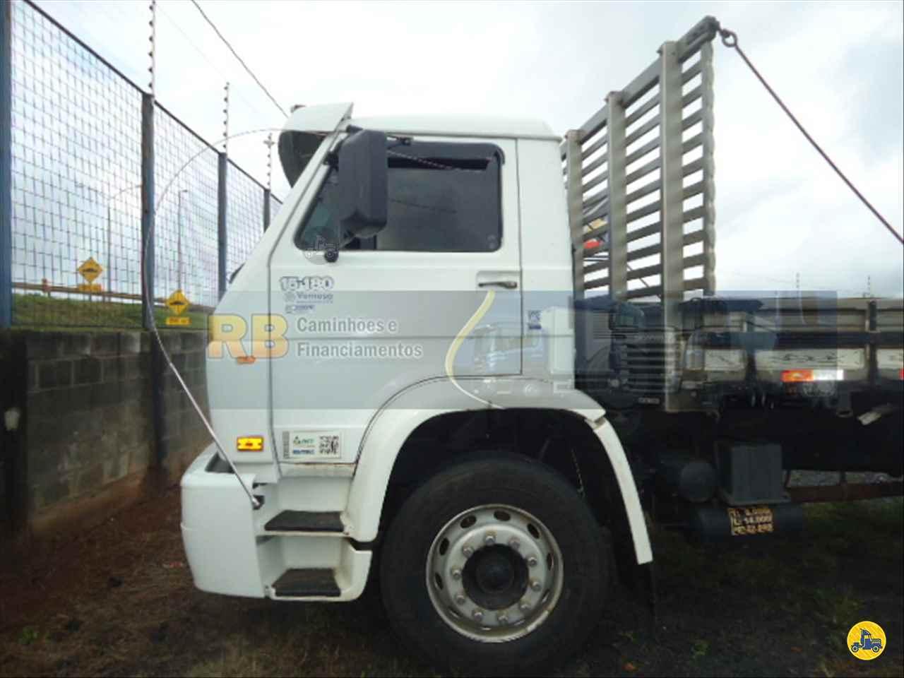 CAMINHAO VOLKSWAGEN VW 15180 Carga Seca Truck 6x2 RB Caminhões & Financiamentos ARAGUARI MINAS GERAIS MG