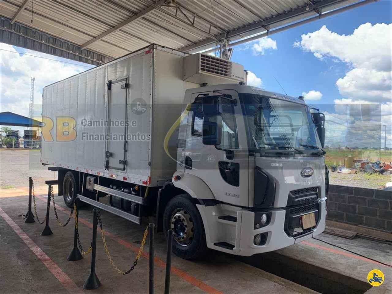 CAMINHAO FORD CARGO 1729 Baú Frigorífico Toco 4x2 RB Caminhões & Financiamentos ARAGUARI MINAS GERAIS MG