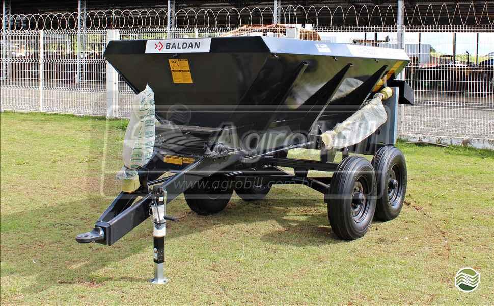 DISTRIBUIDOR CALCÁRIO 6000 Kg  20 AGROBILL Tratores & Implementos Agrícolas