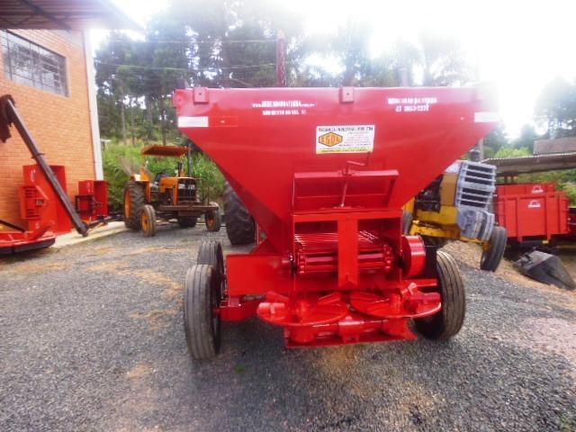 DISTRIBUIDOR CALCÁRIO 6000 Kg  2020/2015 Mercadão da Terra Implementos Agrícolas