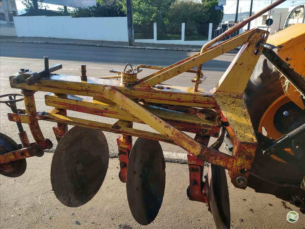 IMPLEMENTOS AGRICOLAS ARADO DE DISCO 3 DISCOS REVERSÍVEL P. M. Muller Maquinas e Implementos Agrícolas SALTO DO LONTRA PARANÁ PR
