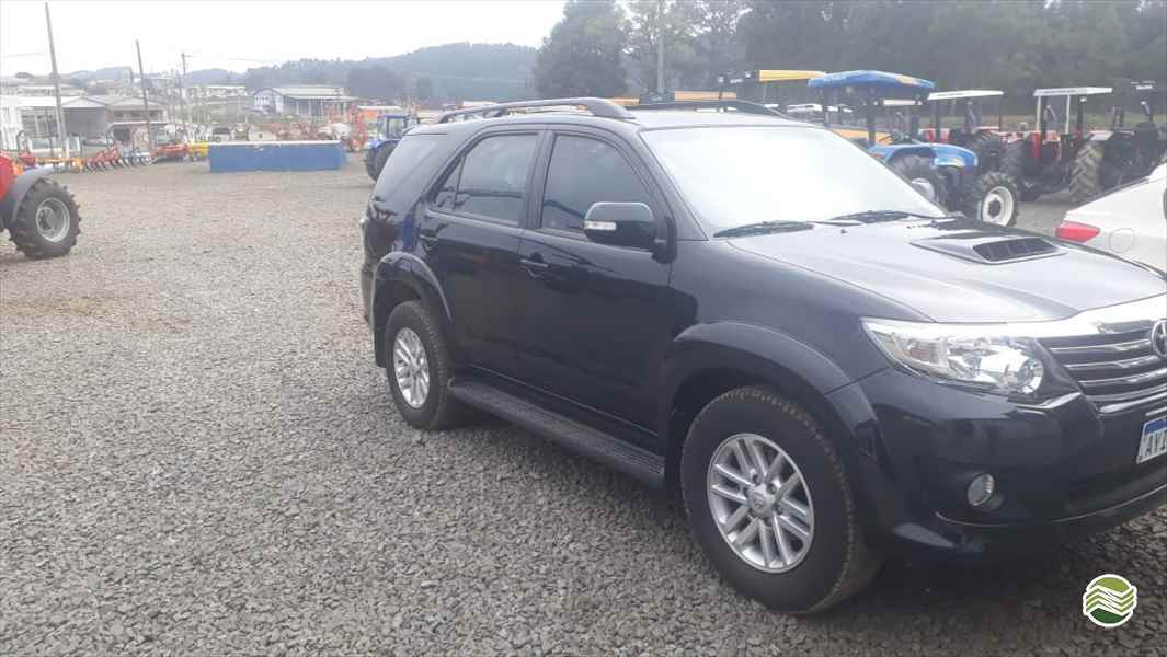 TOYOTA Hilux SW4 3.0  2014/2014 RD Tratores