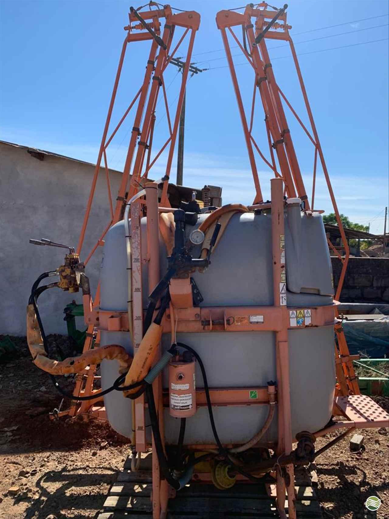 PULVERIZADOR JACTO CONDOR 800 M14 Arrasto Menegazzo - Yanmar Stara CONSTANTINA RIO GRANDE DO SUL RS