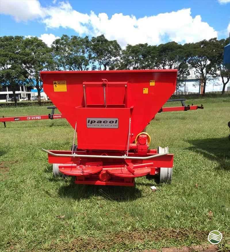 IMPLEMENTOS AGRICOLAS DISTRIBUIDOR CALCÁRIO 5500 Kg Starmaq Implementos Agrícolas CRUZ ALTA RIO GRANDE DO SUL RS