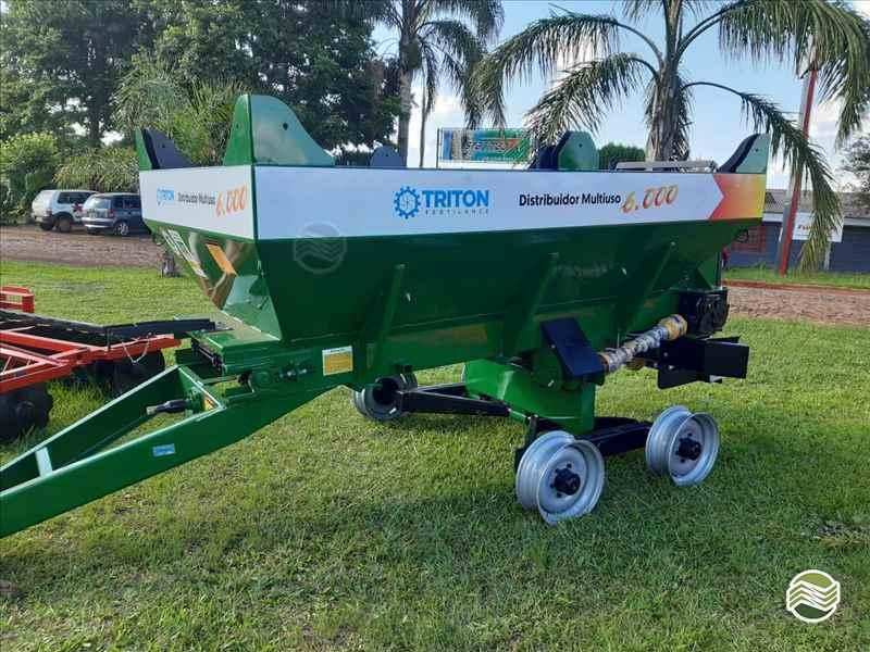 IMPLEMENTOS AGRICOLAS DISTRIBUIDOR CALCÁRIO 6000 Kg Starmaq Implementos Agrícolas CRUZ ALTA RIO GRANDE DO SUL RS