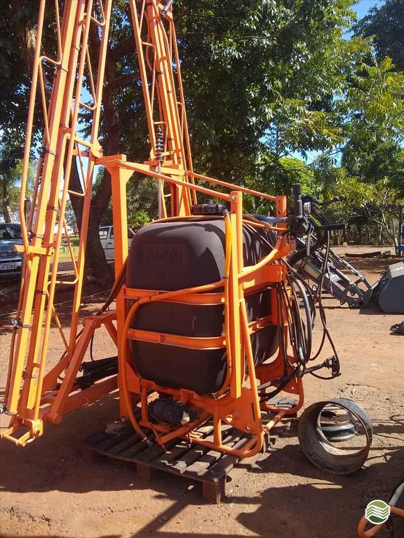 PULVERIZADOR JACTO CONDOR 600 AM14 Acoplado Hidráulico Starmaq Implementos Agrícolas CRUZ ALTA RIO GRANDE DO SUL RS