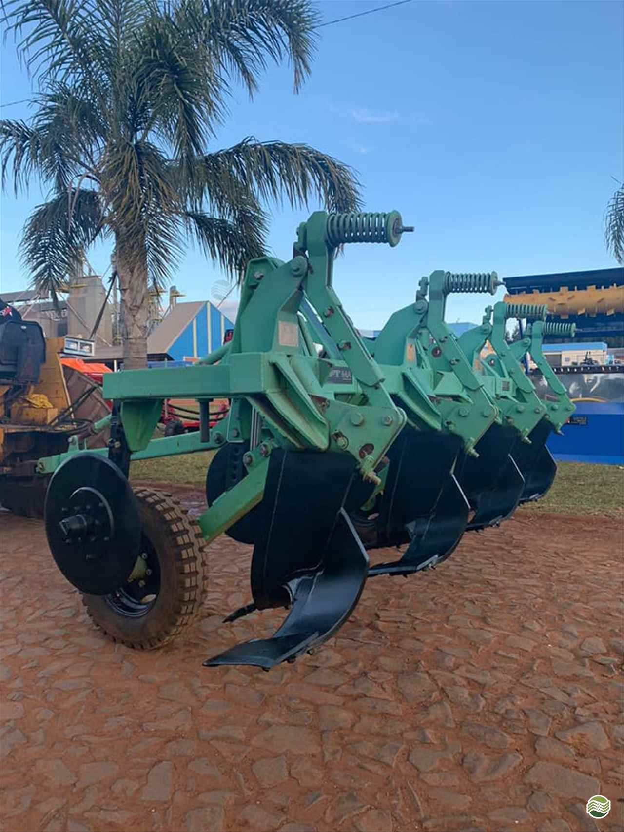IMPLEMENTOS AGRICOLAS DESCOMPACTADOR AREADOR DE SOLO Starmaq Implementos Agrícolas CRUZ ALTA RIO GRANDE DO SUL RS