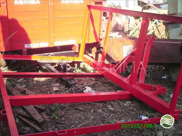 PLATAFORMA PARA TRATOR FIXA  2012/2012 Agrima Implementos Agrícolas
