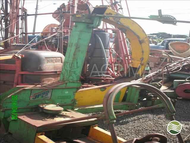ENSILADEIRA ENSILADEIRA 1 LINHA Z10 mileni 2001/2001 Agrima Implementos Agrícolas