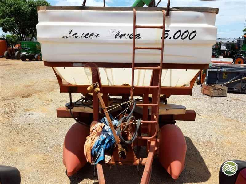 DISTRIBUIDOR FERTILIZANTES E SEMENTES DISCO  2008 Terra Máquinas e Implementos