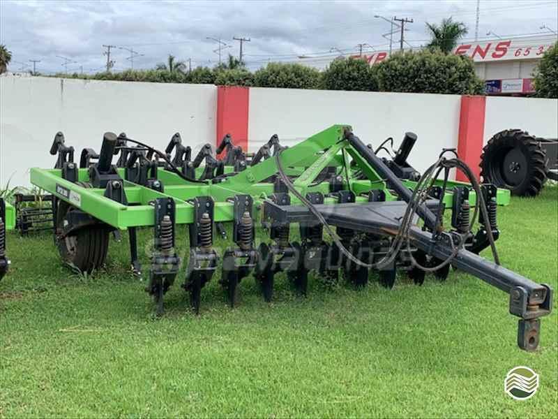IMPLEMENTOS AGRICOLAS ESCARIFICADOR 11 HASTES DISCO CORTE Supra Máquinas LUCAS DO RIO VERDE MATO GROSSO MT