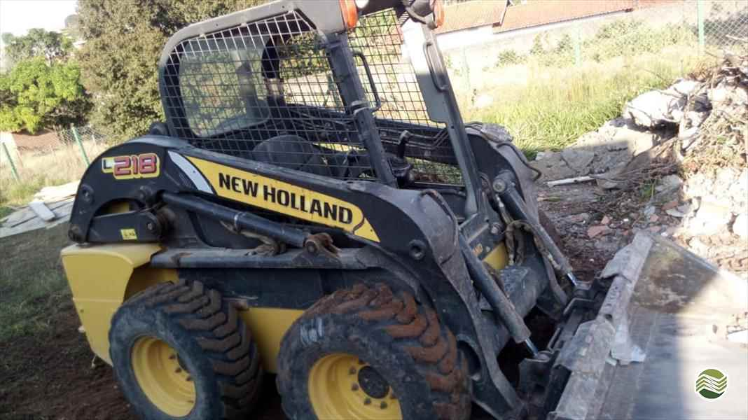 NEW HOLLAND L218  2011/2011 Sumaré Máquinas e Veículos