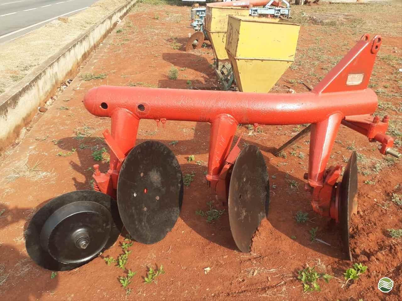IMPLEMENTOS AGRICOLAS ARADO DE DISCO 3 DISCOS FIXO Sumaré Máquinas e Veículos SUMARE SÃO PAULO SP
