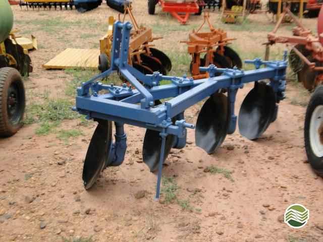 ARADO DE DISCO 4 DISCOS FIXO  2000/2000 Terra Santa Implementos Agrícolas