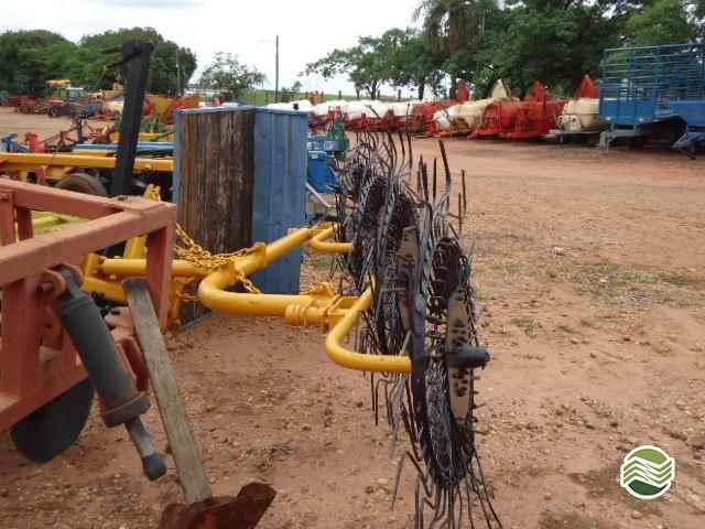 ENLEIRADOR ENLEIRADOR DE PALHA  2000/2000 Terra Santa Implementos Agrícolas