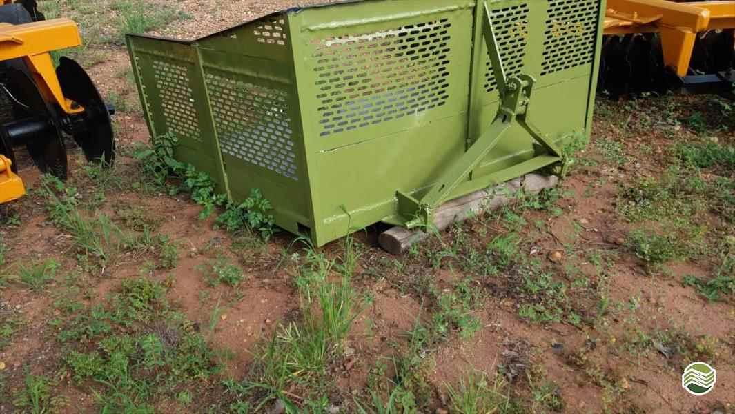 PLATAFORMA PARA TRATOR FIXA  2000 Terra Santa Implementos Agrícolas