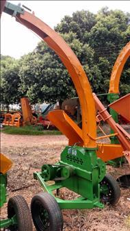 TRITURADOR FORRAGEIRO TRITURADOR PICADOR FORRAGEIRO  2000 Terra Santa Implementos Agrícolas