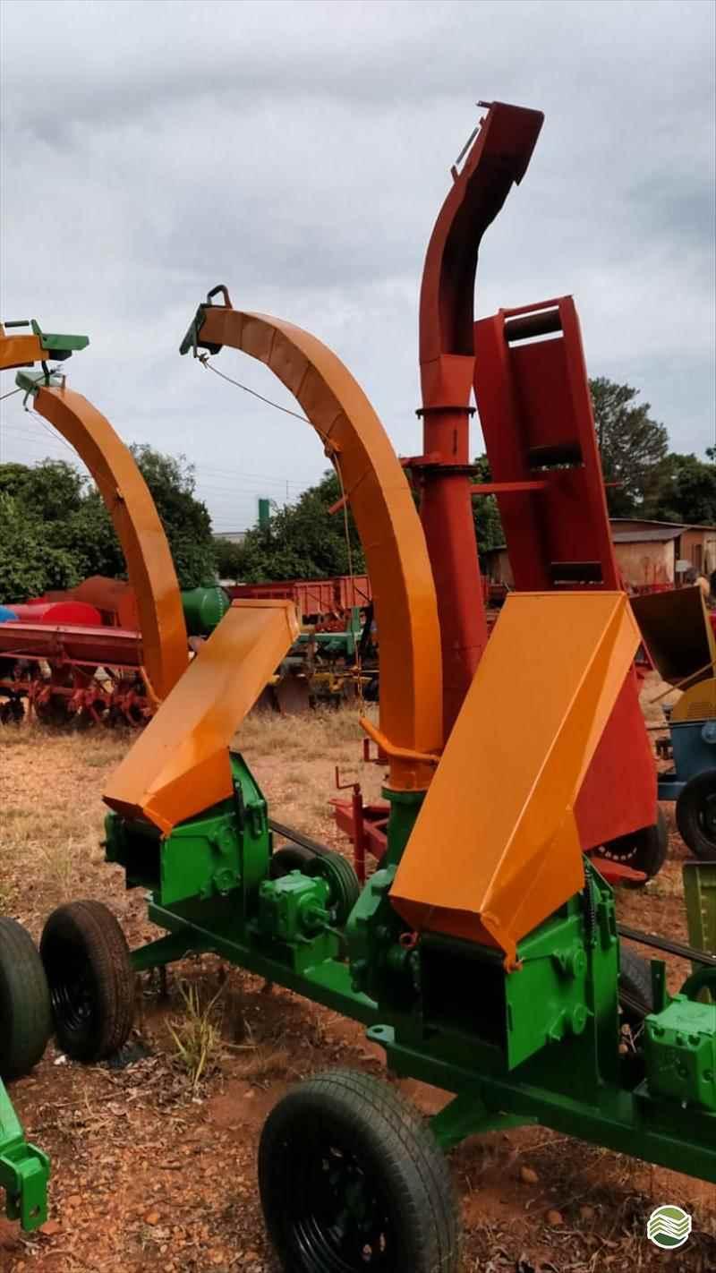 IMPLEMENTOS AGRICOLAS TRITURADOR FORRAGEIRO TRITURADOR PICADOR FORRAGEIRO Terra Santa Implementos Agrícolas BEBEDOURO SÃO PAULO SP