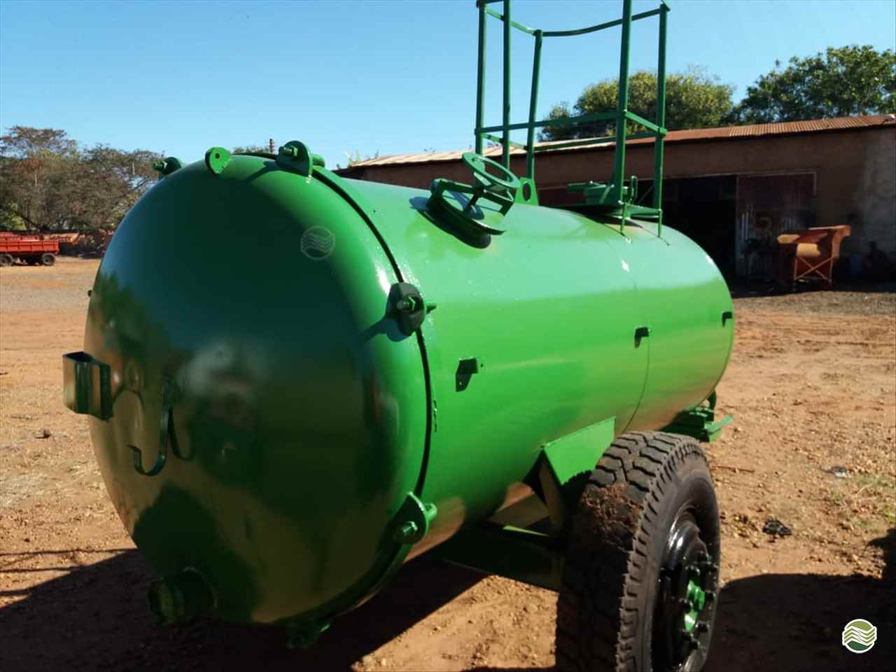CARRETA TANQUE TANQUE 4000 LITROS  20 Terra Santa Implementos Agrícolas