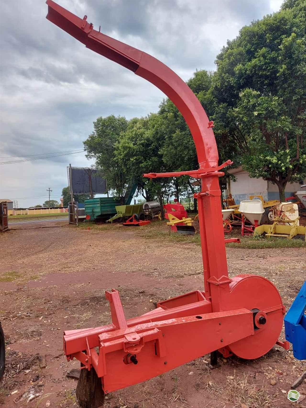 IMPLEMENTOS AGRICOLAS ENSILADEIRA ENSILADEIRA 1 LINHA Terra Santa Implementos Agrícolas BEBEDOURO SÃO PAULO SP