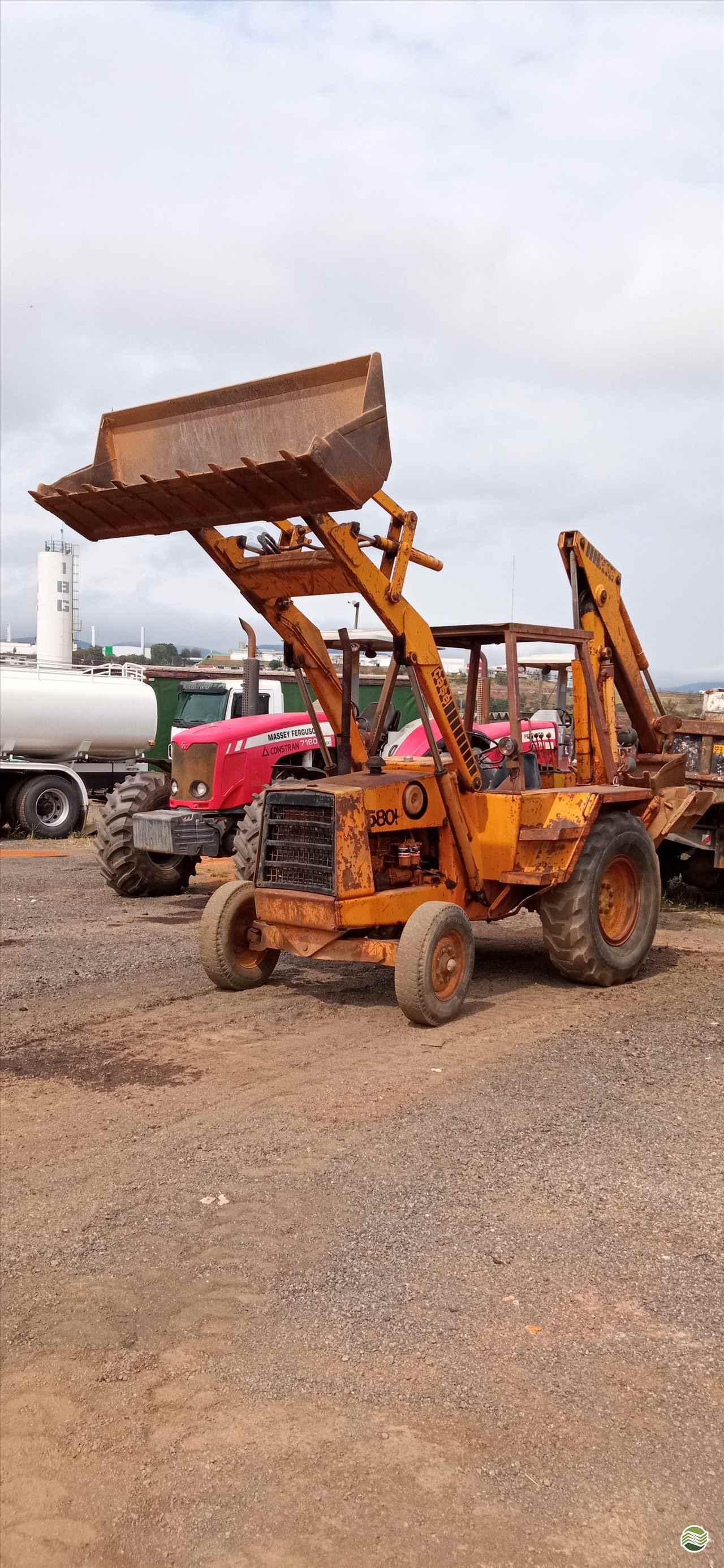 RETRO ESCAVADEIRA CASE 580H Tração 4x2 JLC Máquinas SANTA MERCEDES SÃO PAULO SP