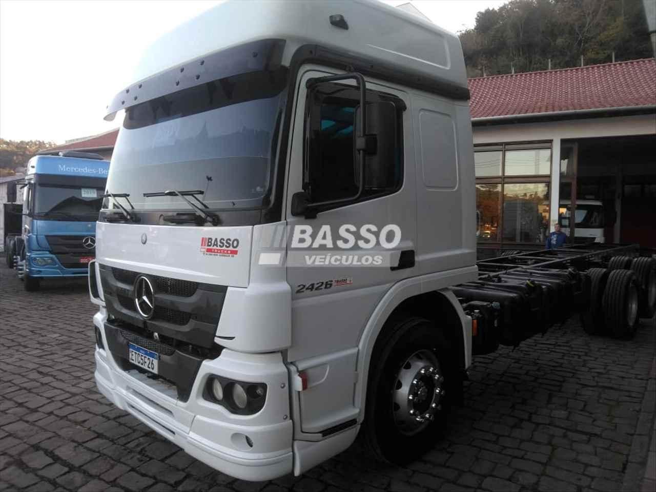 CAMINHAO MERCEDES-BENZ MB 2426 Baú Furgão Truck 6x2 Basso Veículos GARIBALDI RIO GRANDE DO SUL RS